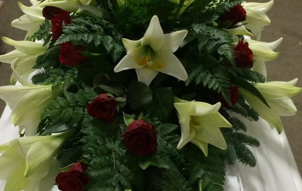 Vorup Blomster Kistepynt Røde Roser Liljer