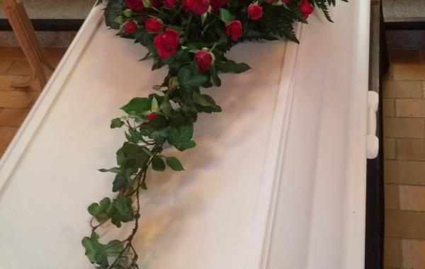 Vorup Blomster Rødt hjerte kiste